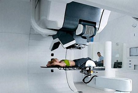 Пациент на консоли при проведении протнной терапии